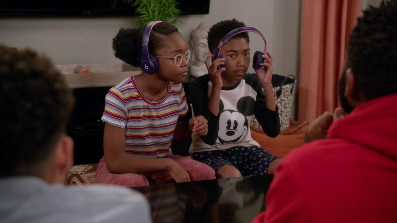 Beats-Headphones-in-Black-ish-Season-5-Episode-4-3