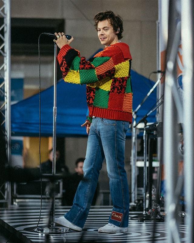 Harry Styles JW Anderson Sweater Tik Tok trend
