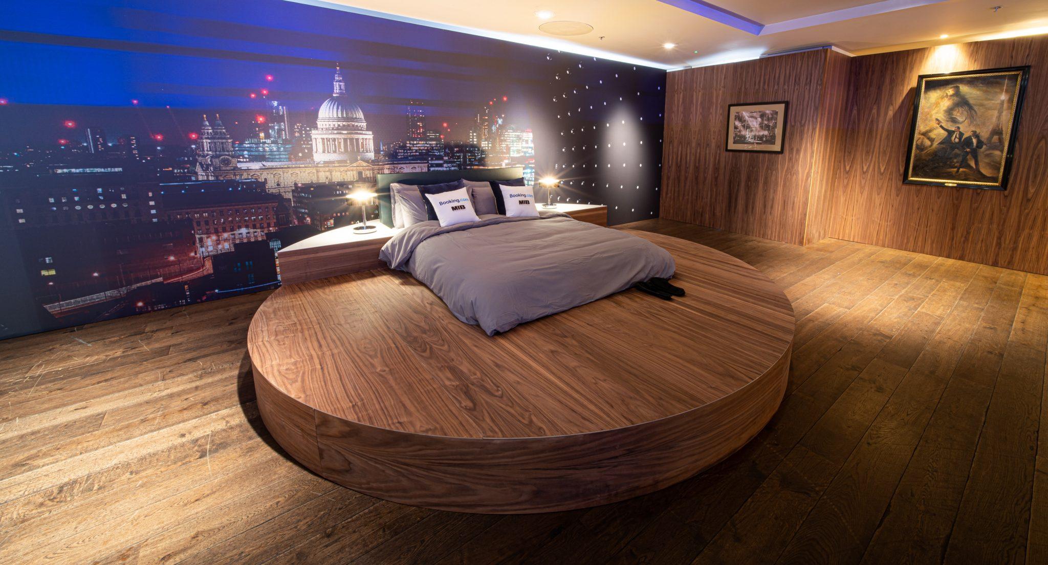 Men-in-Black-HQ-Bedroom