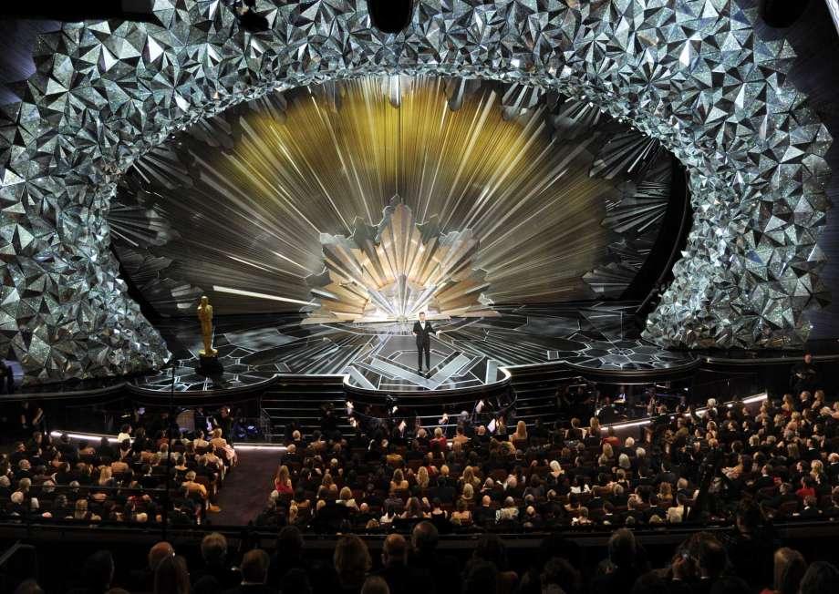 Swarovski Oscars 2018 Silver Stage