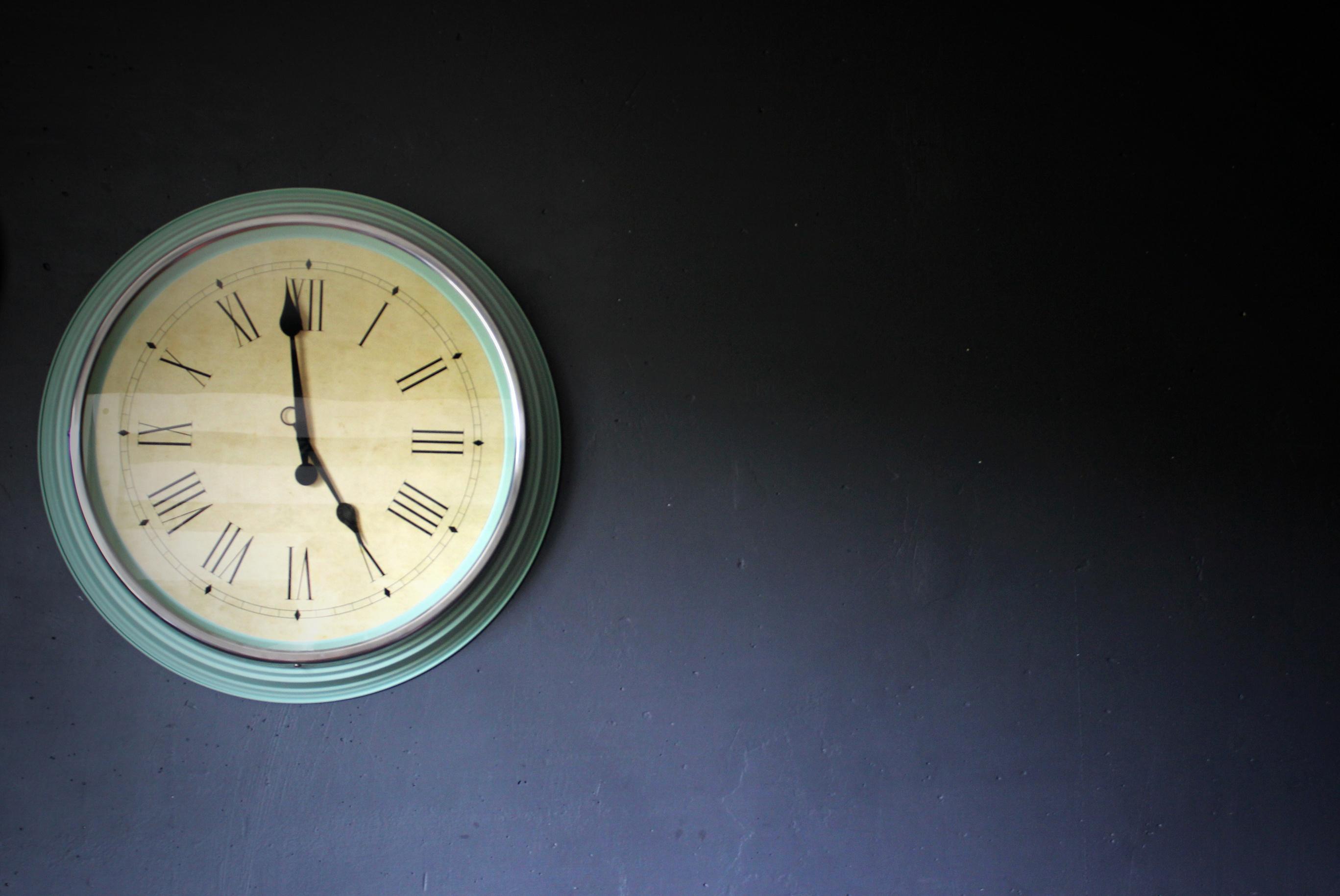 Dreamstime_Clock_HB