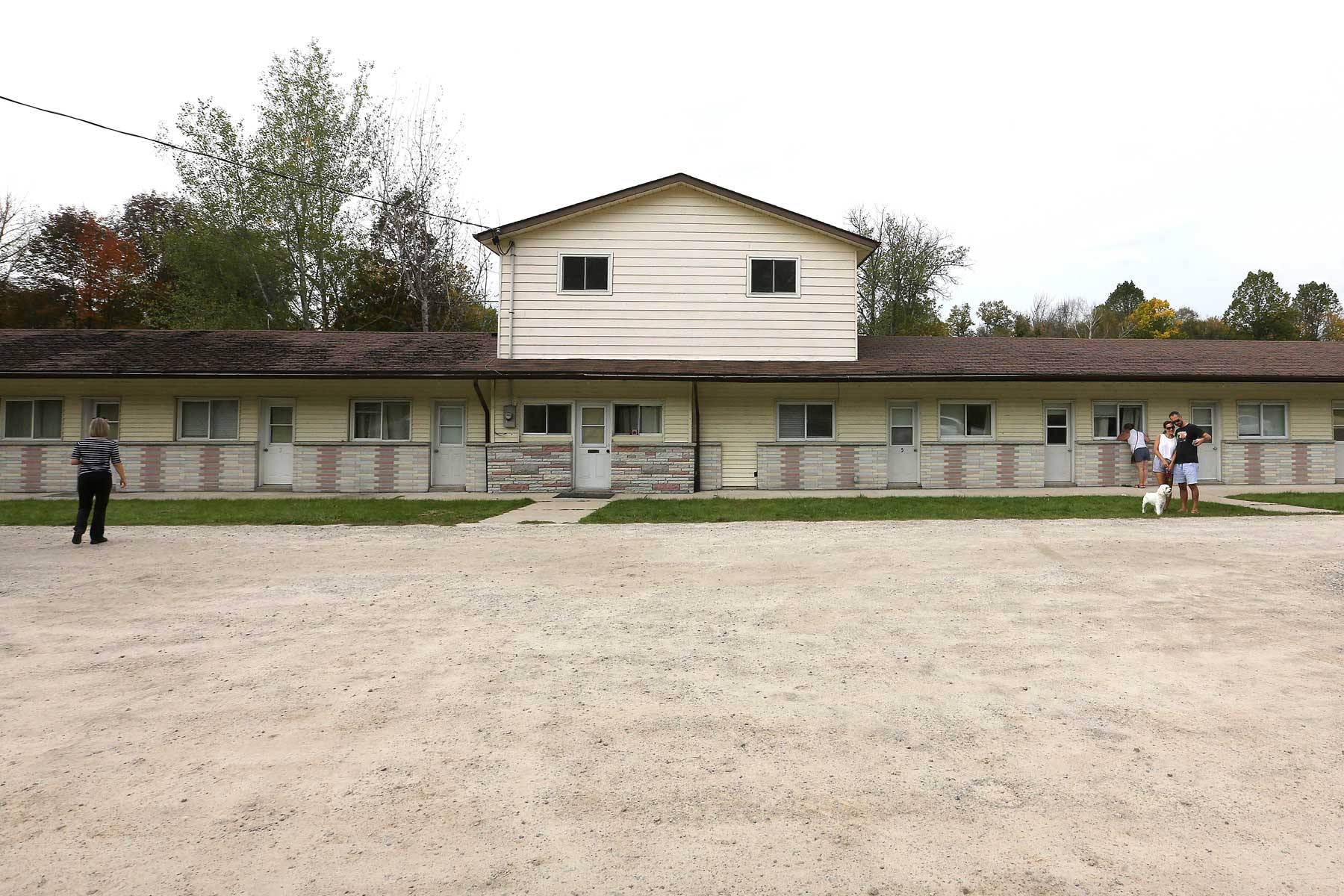 rosebud-motel-ontario-schitts-creek-ROSEBUD1020