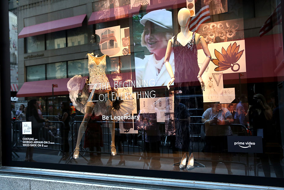 saks_fifth_avenue_ny_windows-embed_.jpg